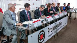 Minem suscribe contratos de obras eléctricas que beneficiarán a más de un millón de peruanos
